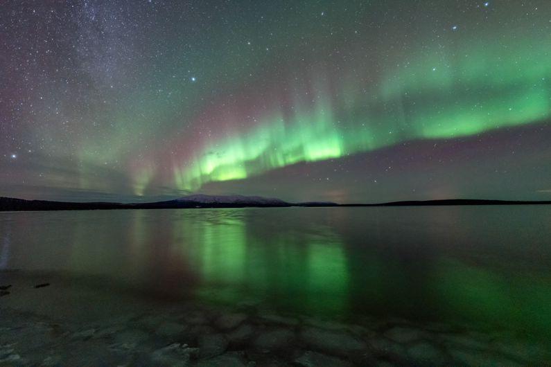 Northern lights aurora borealis Finland. Red and green. Punainen ja vihreä. Pallas