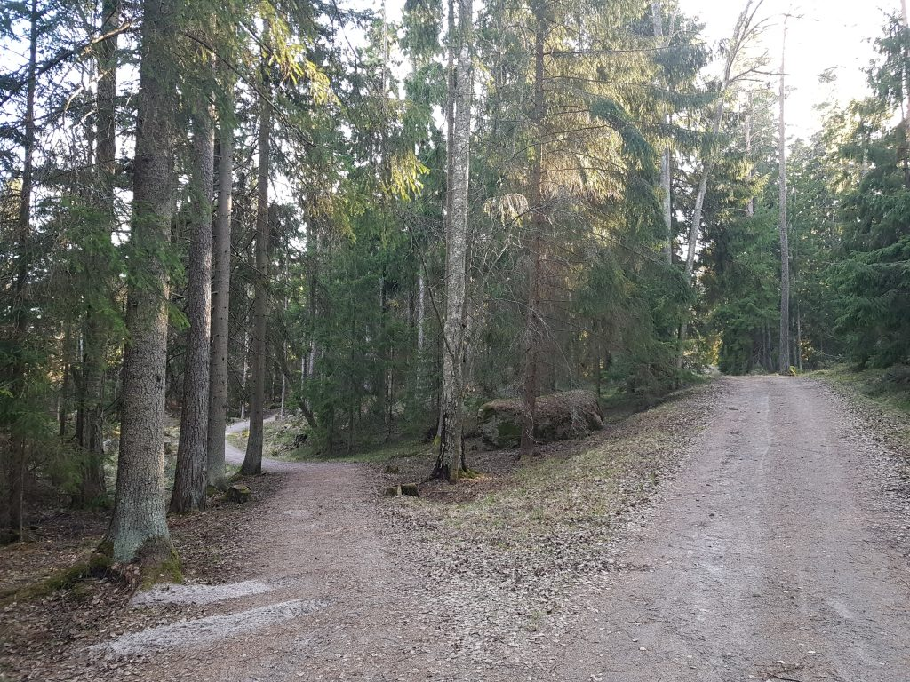Roads and paths in Lähteelä