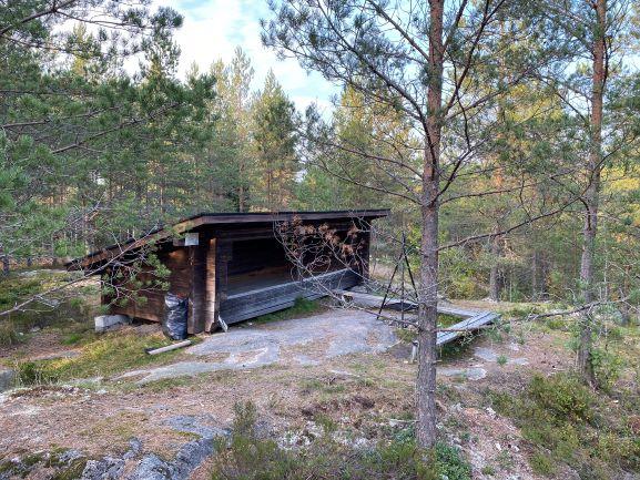 Bergvik nature trail lean-to shelter