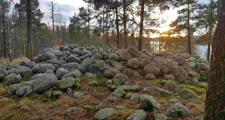 Lehtisaaren hiidenkiuas, röykkiöhauta, Lehtisaari heap tomb, burial mound