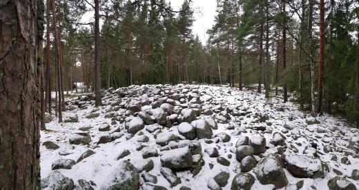 Meri-Rastilan pirunpelto tai muinaisranta. The ancient shoreline in Meri-Rastila.